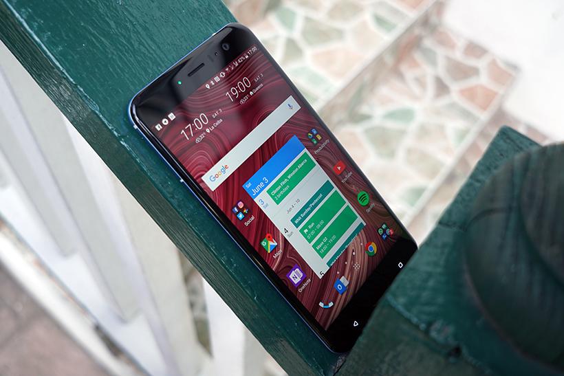 HTC е изправена пред нов скандал, след като някои от телефоните и започнаха да показват нежелани реклами