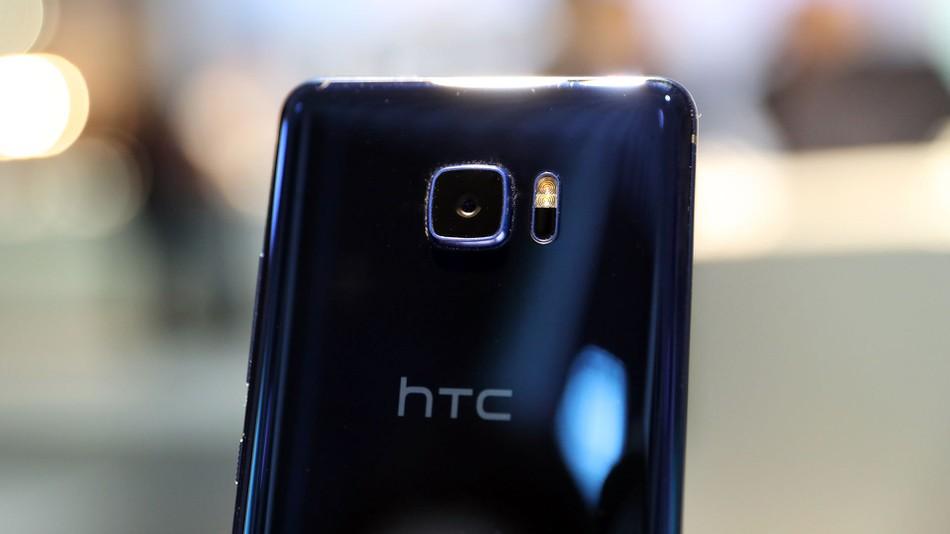 Google може би ще придобие HTC