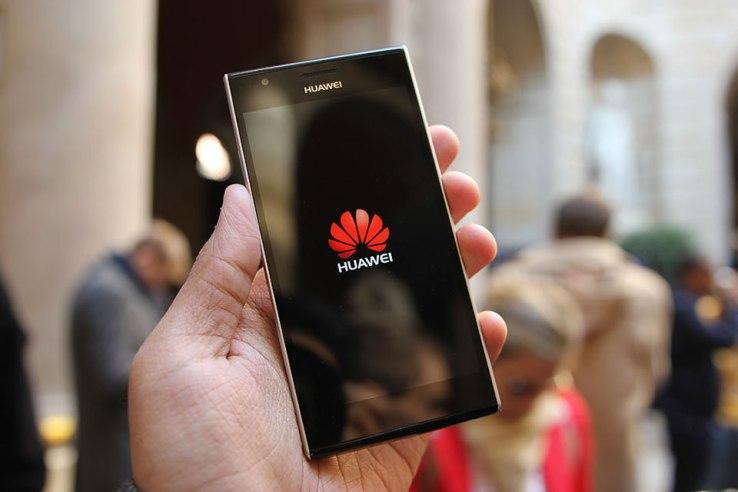 """САЩ може би ще обяви """"война"""" на ZTE и Huawei"""