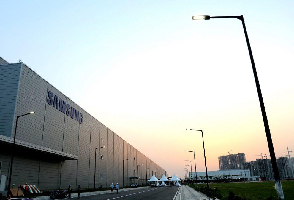 Новата фабрика за телефони на Samsung в Индия е най-голямата в света