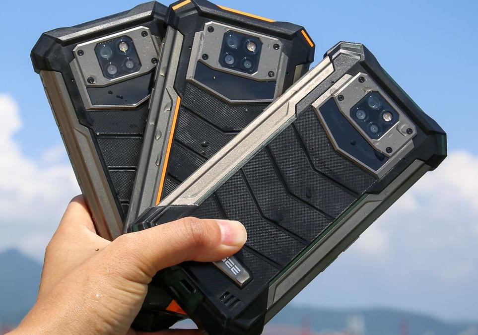 Бронираният DOOGEE S88 Pro предлага 10 000 mAh батерия и симпатични LED светлини