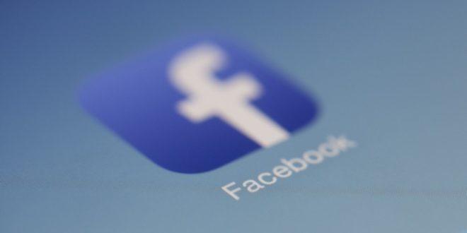 Facebook може да комбинира новините и историите