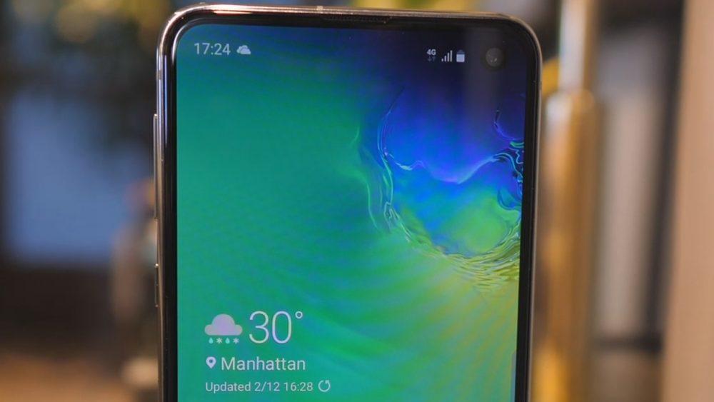 Последният ъпдейт на Galaxy S10 предизвиква блокиране и рестарти на телефоните
