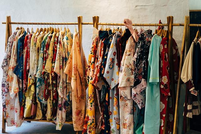 garment-racks-5262199_640